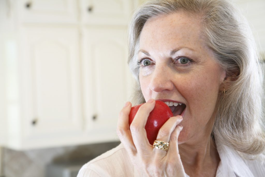 5 foods that can whiten your teeth.